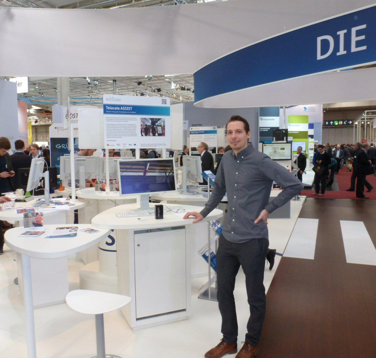 Auf dem Gemeinschaftsstand des BMWi präsentierte das junge Startup Telocate seine Ortungstechnologie.